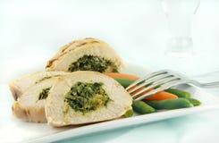 Gegrilltes Huhn florentinisch mit Gemüse Stockfotografie