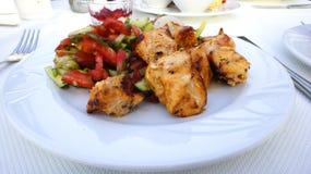 Gegrilltes Huhn mit Gemüse stockbilder