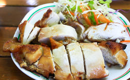 Gegrilltes Huhn werden gekocht Lizenzfreies Stockbild
