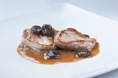 Gegrilltes Lendenstück mit trockenen Trauben Oporto-Soße Lizenzfreies Stockfoto