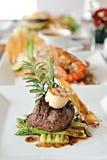 Gegrilltes Rindfleisch mit Kamm-Muschel Stockfoto