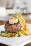 Gegrilltes Rindfleischsteak mit Kamm-Muschel Stockfoto