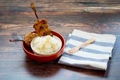 Gegrilltes Schweinefleisch und klebriger Reis, thail?ndische Schnellimbissart stockfoto
