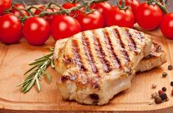 Gegrilltes Steak mit Gemüse Stockfotos
