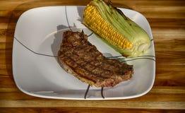 Gegrilltes Steak und Mais Stockfotos