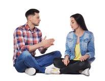 Gehörgeschädigte Freunde, die Gebärdensprache für Kommunikation verwenden lizenzfreie stockbilder