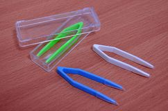 Gehäusekastenscherenzangen-Pinzettenkontaktlinsen unterzeichnen Bahnlinie Beschaffenheits-Symbolblau des Grüns weißes abstraktes Stockbild