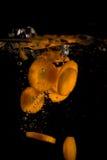 Gehackte Karotte auf Schwarzem Lizenzfreie Stockfotos