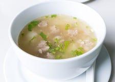 Gehackte Schweinefleisch-Reis-Suppe Stockfoto