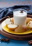 Gehacktes Apfel- und Molkereigetränk Stockbild