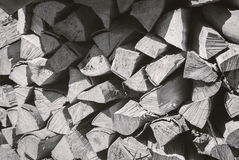 Gehacktes Brennholz auf einem Stapel Lizenzfreie Stockbilder