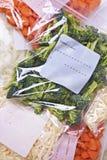 Gehacktes Gemüse in den Gefriermaschine-Beuteln stockbild