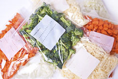 Gehacktes Gemüse in den Gefriermaschine-Beuteln Lizenzfreie Stockfotografie