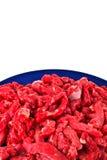 Gehacktes rotes Fleisch auf Platte Stockfotografie