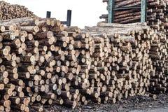 Gehakt houten, woodpile, brandhout - zaagmolen royalty-vrije stock afbeelding