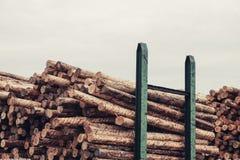 Gehakt houten, woodpile, brandhout - zaagmolen stock fotografie