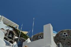 Gehakt Schot van een Kerkingang en Zijn Bijlageklokketoren in de Mooie Stad van Oia op het Eiland Santorini Architectuur, royalty-vrije stock foto's