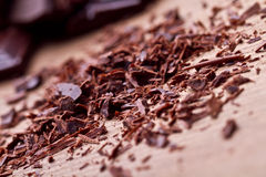 Gehakte donkere chocolade met cacao royalty-vrije stock foto's