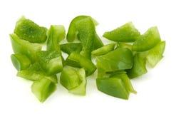 Gehakte groene paprika op witte achtergrond Stock Foto's