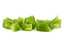 Gehakte groene paprika op witte achtergrond Royalty-vrije Stock Afbeeldingen