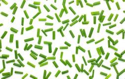 Gehakte verse groene die uien op witte achtergrond, uiachtergrond worden geïsoleerd stock fotografie