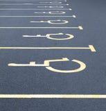 Gehandicapte autoparkeerplaatsen Stock Foto's