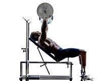 Gehandicapte lichaamsbouwers die de gewichtenmens met benen bouwen prosthe Royalty-vrije Stock Afbeelding
