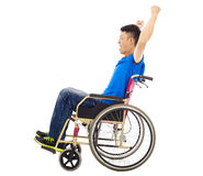 Gehandicapte mensenzitting op een rolstoel en het schreeuwen Royalty-vrije Stock Fotografie