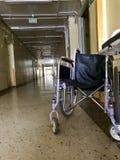Gehandicapte rolstoel voor vervoer van lopende niet patiënten royalty-vrije stock fotografie