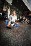 Gehandicapte slechte mens op straat van Vietnam, Azië Stock Foto's