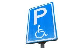 Gehandicapten die vergunning, blauwe geïsoleerde verkeersteken parkeren Stock Foto