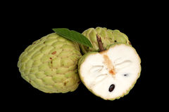 Geheel en gedeeltelijk Cherimoya fruit Stock Fotografie