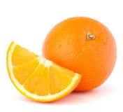 Geheel oranje fruit en zijn segment of cantle stock afbeelding