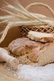 Geheel tarwe eigengemaakt brood Stock Afbeeldingen