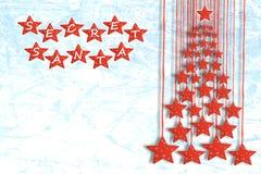 Geheim Kerstmanconcept met Kerstboomsilhouet van rode sterren Royalty-vrije Stock Foto