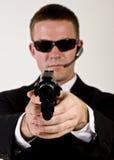 Geheimagent die een Kanon richt Stock Afbeelding
