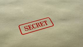 Geheime die verbinding op lege document achtergrond, beperkte gesloten toegang wordt gestempeld, stock fotografie