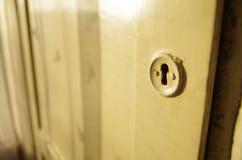 Geheime kleine deur aan de zolder stock foto's