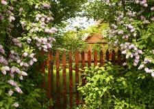 Geheimer Eingang zum Garten Stockfotografie