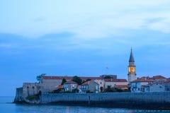 Geheimnis-Abend in der alten Stadt von Budva Montenegro, Balkan, Europa Stockfotos