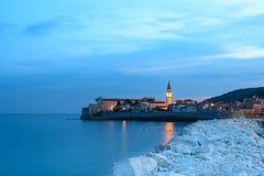 Geheimnis-Abend in der alten Stadt von Budva Montenegro, Balkan, Europa Stockbild