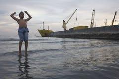 Geheimnis durch den Hafen stockfotos