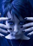 Geheimnisvolle und schöne Goth Frau Stockfotografie