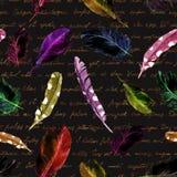 Geheimzinnig het herhalen patroon - zwarte katten, veren en oude met de hand geschreven tekst Halloween-waterverf Stock Afbeelding