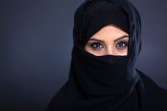 Geheimzinnige Arabische vrouw royalty-vrije stock foto's