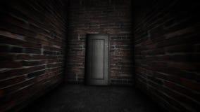 Geheimzinnige deur in de donkere gang Verboden deur stock footage