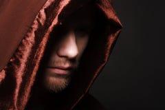 Geheimzinnige Katholieke monnik Stock Foto's