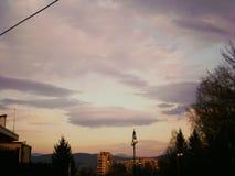 Geheimzinnige zonsondergang over de stad Royalty-vrije Stock Foto