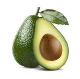 Gehele die avocado met blad en besnoeiing half op witte backgroun wordt geïsoleerd Stock Afbeelding
