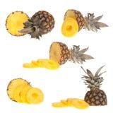 Gehele en halve ananas Royalty-vrije Stock Afbeeldingen